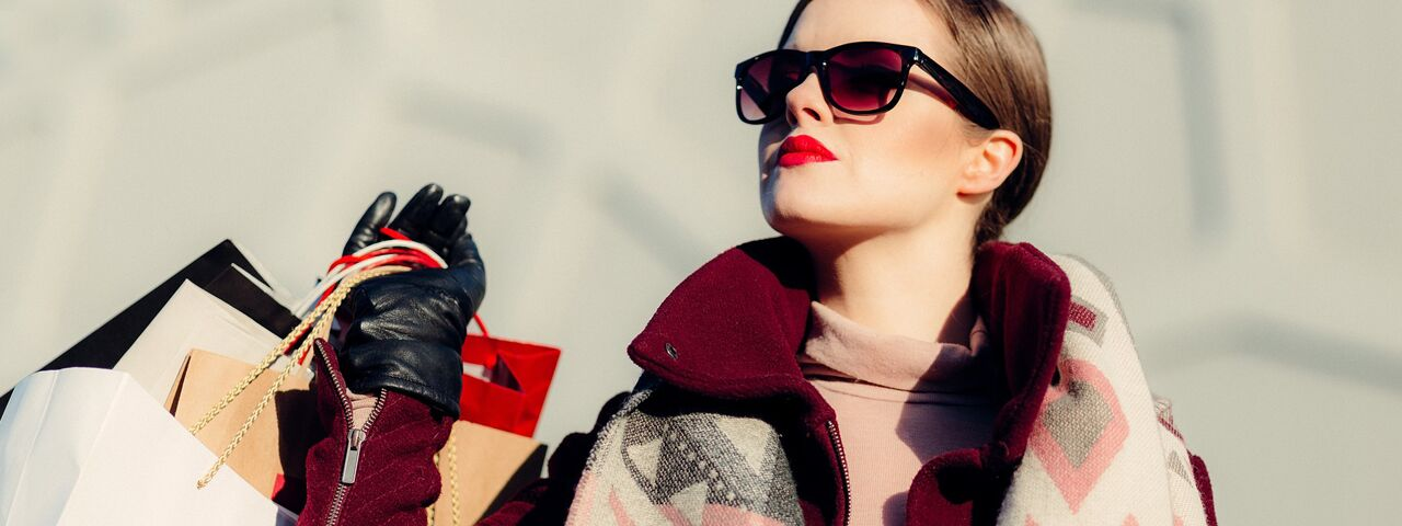Woman20Sunglasses20Shopping201280x480_preview1.jpeg